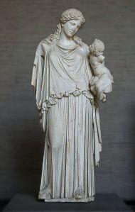 Eiréné (la Paix) portant Ploutos (la Richesse), copie romaine d'une statue votive de Céphisodote (vers 370 av. J.-C.) qui se trouvait sur l'agora d'Athènes