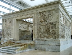 Ara Pacis à Rome. Photo: Manfred Heyde, mars 2009, Wikimedia Commons