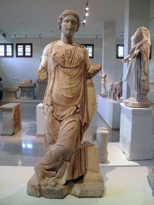 Statue de Panacée, 2ème siècle ap. J.-C., Musée archéologique de Dion (PhotoCarole Raddato, Wikimedia Commons)