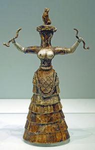 Déesse aux Serpents, statuette découverte à Cnossos et restaurée par Arthur Evans à Cnossos (Crète). 1600 BCE. Heraklion Archaeological Museum